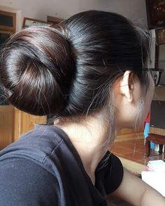 Bun hairstyles for long hair - Indian Fashion Ideas Bun Hairstyles For Long Hair, Braids For Long Hair, Indian Hairstyles, Long Hair Buns, Long Hair Girls, Beautiful Long Hair, Gorgeous Hair, Long Indian Hair, Long Black Hair