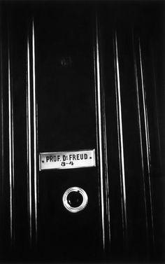 Robert Longo art. - Untitled (Exterior Apartment Door with Nameplate and Peephole 1938) - Charcoal on mounted paper