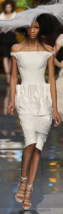 Christian Dior Haute Couture S/S 2009...reaaaallly digging the shoulder