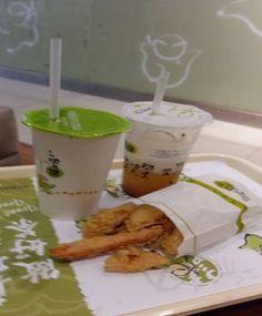 Kungfu Tea.... satu lagi tempat bersantai untuk menikmati bubble tea dan minuman  serta ayam goreng an nya.