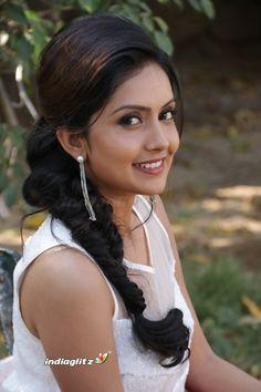 Indian Actress Hot Pics, Tamil Actress Photos, Beautiful Indian Actress, Indian Actresses, Girl Pictures, Girl Photos, Cute Girl Pic, Beautiful Girl Photo, Hair Photo