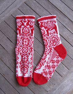 Ravelry: Project Gallery for Dalarna Delight Socks pattern by JennyPenny