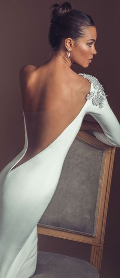 Unique sexy wedding dress with open back and long sleeves.wedding… Unique sexy wedding dress with open back and long sleeves. Stunning Wedding Dresses, Dream Wedding Dresses, Bridal Dresses, Beautiful Dresses, Wedding Gowns, Party Dresses, Fall Wedding, Long Sleeve Wedding, Wedding Dress Sleeves