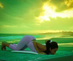 Knees, chest, chin - both the beginning and the ending of a well crafted yoga class. Yoga For Balance, Relaxation Meditation, Yoga Pictures, Yoga Nidra, Outdoor Yoga, Yoga Journal, Ashtanga Yoga, Pranayama, Yoga Retreat