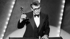 Milos Forman Orphan of Nazi Holocaust Victims and Two-time Oscar Winner Dies at 86 - Haaretz Best Director, Film Director, Oscars, Man On The Moon, Hollywood, Chef D Oeuvre, Oscar Winners, Cinematography, Colombia