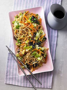 Fried noodles with vegetables, asian - Gebratene Nudeln mit Gemüse, asiatisch Fried noodles with peas, cabbage and carrots - Fish Recipes, Lunch Recipes, Asian Recipes, Vegetarian Recipes, Dinner Recipes, Cooking Recipes, Healthy Recipes, Ethnic Recipes, Dinner Ideas