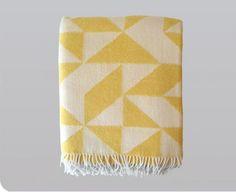 Biodynamische merino wollen deken in geel, Twist a Twill, Ratzer design Textiles, Cute Blankets, Throw Blankets, Shops, Mellow Yellow, Yellow Cream, My Living Room, Wool Blanket, Couch Blanket