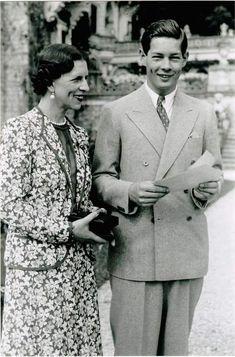 Regele Mihai și Regina mamă Elena Michael I Of Romania, Romanian People, Romanian Royal Family, Landed Gentry, Peles Castle, Bucharest Romania, Life Motto, Kaiser, Greece