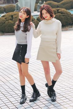 [STYLENANDA] PLEATED COLLAR FLARED CUFF BLOUSE