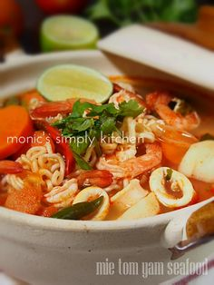 mie tom yam Soup Recipes, Cake Recipes, Cooking Recipes, Recipies, Tom Yam Soup, Indonesian Food, Indonesian Recipes, Asian Recipes, Ethnic Recipes