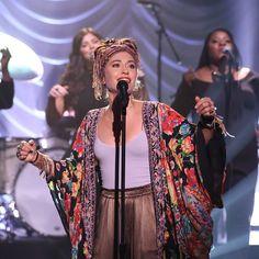 Lauren Daigle Performs 'Look Up Child' On 'The Tonight Show Starring Jimmy Fallon' Boho Gypsy, Hippie Boho, Bohemian Style, Christian Singers, Christian Artist, Lauren Diagle, New Fashion, Boho Fashion, Jimmy Fallon