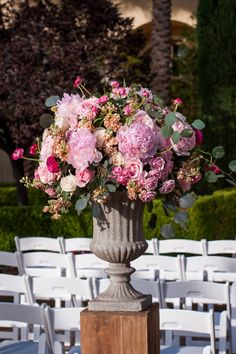 Romantic Blush and Cream Hotel Garden Wedding | Aisle Perfect | http://aisleperfect.com/2015/09/romantic-blush-and-cream-hotel-garden-wedding.html #wedding #ceremony #flowers