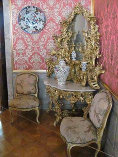 Ecktisch im Vorzimmer des Erbprinzen im Residenzschloss Ludwigsburg