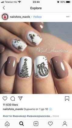 Christmas nails in white, beige and gray with tree and ornaments .- Christmas nails in white, beige and gray with tree and ornaments! Christmas nails in white, beige and gray with tree and ornaments! Xmas Nails, Holiday Nails, Fun Nails, Christmas Nails 2019, Christmas Manicure, Nagellack Design, Nails Polish, Christmas Nail Art Designs, Christmas Decorations