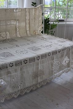"""Ancient and modern times, gently Coconfouato """"linen tablecloths bobbin lace and embroidery Richelieu"""" [antique  miscellaneous goods] antique cross antique fabric antique lace textile fabric - cloth -"""