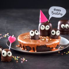 """Happy Birthday – sag es mit einem Kuchen Every year, the thoughts revolve around the birthday cake. He should taste – be individual. The """"all-in-one package"""" is here's. Take a look at this hot chocolate brownie cake. Chocolate Brownie Cookies, Chocolate Cake Mixes, Fudge Brownies, Chocolate Flavors, Cake Tumblr, Happy Birthday Kuchen, Cake Birthday, Birthday Brownies, Tartiflette Recipe"""