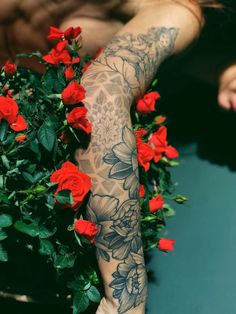 Tying things together - List of the most beautiful tattoo models Hand Tattoos, Forearm Sleeve Tattoos, Body Art Tattoos, Small Tattoos, Tatoos, Piercings, Piercing Tattoo, Pretty Tattoos, Beautiful Tattoos