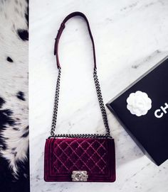 Perfect burgundy Chanel bag. #flapbag #chanel