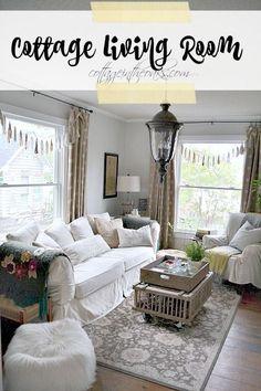 Cottage Living Room_Cottage in the Oaks