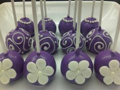 Great idea!  Imagine them coordinated in your wedding colors and wrapped up in a nice package. Gorgeous! Purple Cake Pops, Flower Cake Pops, Purple Cakes, Mini Cakes, Cupcake Cakes, Princess Cake Pops, Princess Sofia Party, Edible Pearls, Purple Food