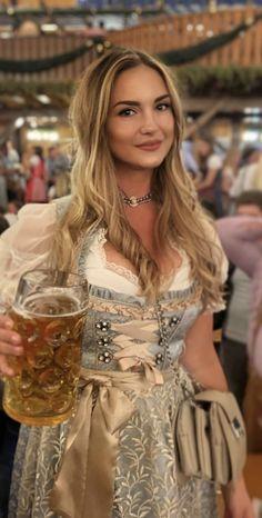 Octoberfest Girls, Drindl Dress, Beer Maid, Oktoberfest Outfit, Beer Girl, German Women, Stylish Girl, Traditional Dresses, Lady