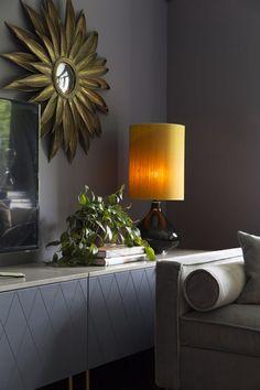 Luksuriøs stue med varme farger og eksklusive detaljer Lighting, Interior, Annie, Design, Living Rooms, Home Decor, Palette, Christian, Modern