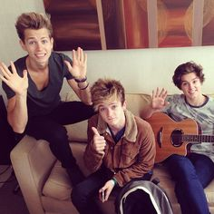 Hi we're @TheVampsBand and our debut single is available at midnight tonight #VampsAtMidnight