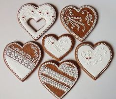 Lemon Foam: Gingerbread pečení a zdobení Valentines Day Cookies, Valentine Heart, Gingerbread Cookies, Christmas Cookies, Heart Shaped Cookies, Heart Cookies, Honey Bread, Brush Embroidery, Honey Cookies
