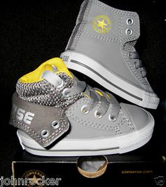 Cute little chucks for baby! - Baby Boy Shoes - Ideas of Baby Boy Shoes - Cute little chucks for baby! Baby Outfits, Outfits Niños, Kids Outfits, Baby Dresses, Fashion Kids, Little Boy Fashion, Baby Boy Fashion, Cool Baby, Baby Boys