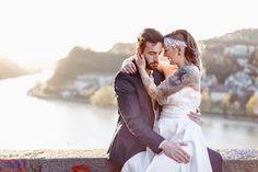 Brautpaarshooting mit Blick auf die Donau und den Pöstlingberg in Linz   #heirateninOberöstereich #Linz #Donau #Pöstlingberg #Roseslavender #Sylvia Felbermayr #Heiraten #Hochzeit #Tattoo #Braut #Oberösterreich Hochzeitsfotografin #Hochzeit.click