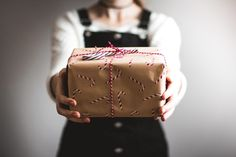 Thanks to Kira auf der Heide for making this photo available freely on @unsplash 🎁 Cool Gifts, Diy Gifts, Best Gifts, Cheap Gifts, Gag Gifts Christmas, Holiday Gifts, Christmas 2019, Holiday Parties, Santa Christmas