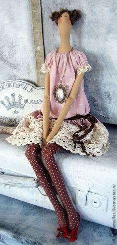 Купить или заказать кукла тильда ручной работы Принцесса в интернет-магазине на Ярмарке Мастеров. Тильда-Принцесска в кружевном платье. Нарядная куколка станет желанным подарком для принцессы любого возраста)))) Стильное украшение детской комнаты. Может быть выполнена в бежевом цвете- платье бежевое в белый горошек, ножки чёрные в белый горошек.