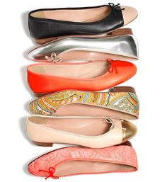 Ballet flats are a continuing trend!  These are must-have pieces for anyone's shoe collection.