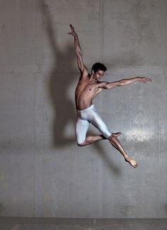 The Royal Ballet in London dancer Thiago Soares (Foto: Divulgação) Art Ballet, Male Ballet Dancers, Shall We Dance, Just Dance, Anatomy Reference, Pose Reference, Royal Ballet, Dancer Photography, Dance Movement