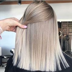 hair blonde fringe waves ideas Super hair blonde fringe waves ideasSuper hair blonde fringe waves ideas Amazing Blends Of Balayage Hair Colors for Women in 2019 Blonde Fringe, Brown Blonde Hair, Short Blonde, Blonde Bangs, Blonde Curls, Grey Blonde, Grey Ombre, Ash Grey, Ombre Colour