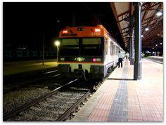 Estación de Medina del Campo. ADIF.  Automotor eléctrico 470 RENFE Media Distancia.