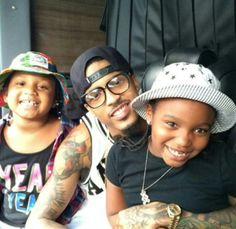 Awww August is so sweet He will be a Great father i can tell just from this pic and how he is with his 3 nieces☺☺