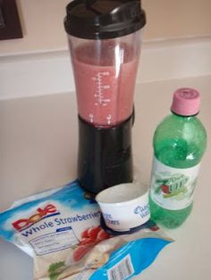 """Diet Sprite or Smoothie Another pinner says """"A great wake-up drink other than coffee.Fizzie, creamy, full of protein, and low-cal"""" Hmm sounds good! Yogurt Smoothies, Strawberry Smoothie, Breakfast Smoothies, Smoothie Drinks, Healthy Smoothies, Smoothie Recipes, Low Cal Diet, Low Carb, Healthy Snacks For Kids"""