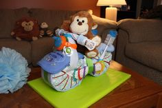 In this video Thom shows you how to make a cool Motorcycle Diaper Cake for Boys. A fun and unique way to show friend or family how much you care at the next Baby Shower. Motorcycle Diaper Cake - How To Make - Baby Shower - Gift Tricycle Diaper Cakes, Diaper Motorcycle Cake, Diaper Cake Boy, Diaper Bike, Diaper Stroller, Cake Baby, Baby Shower Diapers, Baby Shower Cakes, Baby Shower Parties