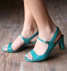 Chie Mihara shoes, sandals, blocs and boots. Designer shoes of maximum comfort! Tiffany Blue Heels, Navy Blue Heels, Divas, Green Sandals, Short Heels, Buy Shoes Online, Shoe Shop, Beautiful Shoes, Cute Shoes