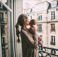Paris | barefoot blonde