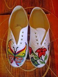 Resultado de imagen para zapatillas pintadas de winnie pooh White Canvas Shoes, Painted Canvas Shoes, Painted Hats, Custom Painted Shoes, Painted Sneakers, Hand Painted Shoes, Custom Shoes, Sharpie Shoes, Shoe Refashion