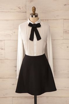 L'associée d'un prestigieux bureau d'avocats aime ajouter une touche de style à sa pratique. The partner in a prestigious law firm likes to add a touch of style to her practice. Black and white shirt dress with a bow tie www.1861.ca