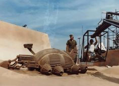Harvesters and Ornithopters - Behind The Scenes - Arrakis - Dune Movie Props, Film Movie, Sience Fiction, Dune Frank Herbert, Sci Fi Horror Movies, Spaceship Art, Sci Fi Series, Real Model, Dune