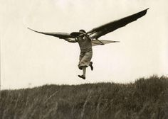"""wing people; the fly apparatus of Ellyson, a mechanic from Munich, in air. Germany, 1932"""