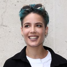One of the most famous singers of Halsey is going to release her new album, Hopeless Fountain Kingdom, this June. Halsey Street, Hopeless Fountain Kingdom, Famous Singers, American Singers, How To Relieve Stress, Hot, My Girl, Music Videos, Songs