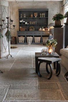Maar als de kasten en bureau deze kleur krijgen dan ook deze kleur muren nemen. Stone Flooring, Kitchen Flooring, Flooring Ideas, Style At Home, Country Decor, Farmhouse Decor, Home Decoracion, Interior Decorating, Interior Design