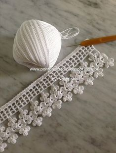 Crochet Videos - Zapatos Pantuflas a crochet en punto tunecino con trenzas y pompón tejido tallermanualperu Crochet Boarders, Crochet Edging Patterns, Crochet Lace Edging, Crochet Motifs, Cotton Crochet, Crochet Trim, Filet Crochet, Irish Crochet, Crochet Designs