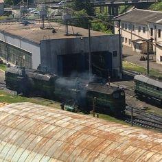 День открытий😱 Мы сегодня видели как моют паровозик 🚊🚂🚿 #train#wash#Lviv#instavideo