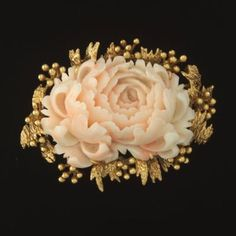 NET: Finely Carved Coral and Gold Brooch Edwardian Jewelry, Antique Jewelry, Vintage Jewelry, Mom Jewelry, Coral Jewelry, Gold Brooches, Vintage Brooches, Coral Peonies, Color Naranja